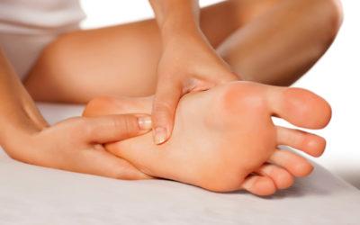 Dlaczego kobiety bolą stopy? (osoby 50+)