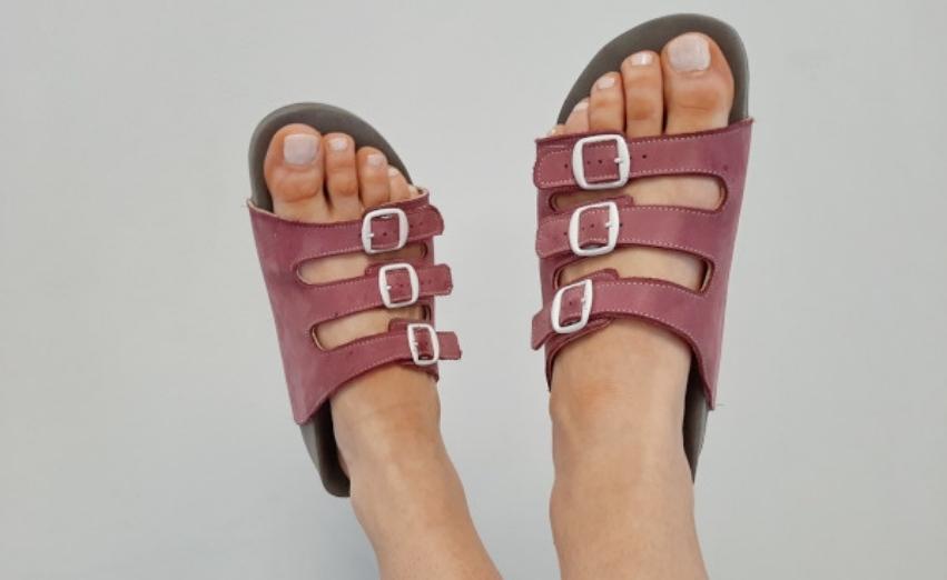 damskie skórzane klapki ortopedyczne kolorze różowym